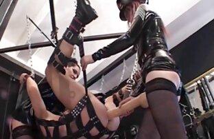 Cewek seksi dengan payudara besar menggosoknya xx jepang sex pada pesta pora.