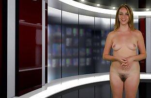 Si rambut merah menghisap jari kakinya di stoking video sex jepang porn dan kemudian memberinya blowjob.